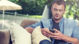 5 Texts to Make A Man Feel Jealousy
